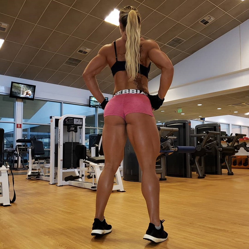 Carla Inhaia posing in a gym showcasing her amazing glutes