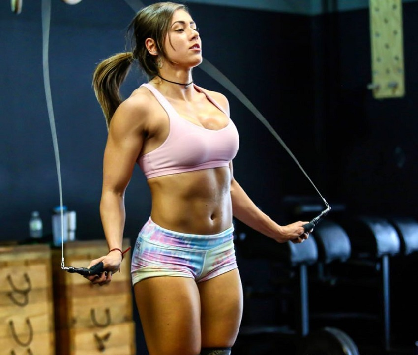 Cristina Bayardelle doing jumping ropes during CrossFit training