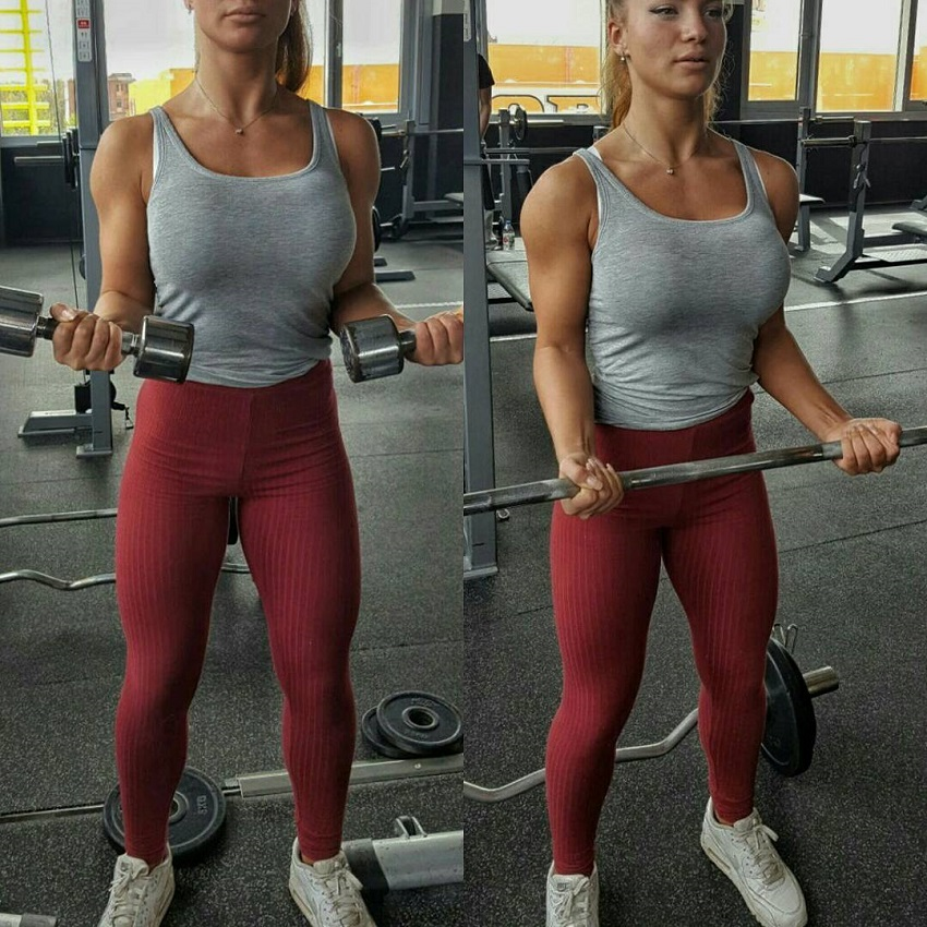Gabriela Anova training biceps in the gym with biceps curls