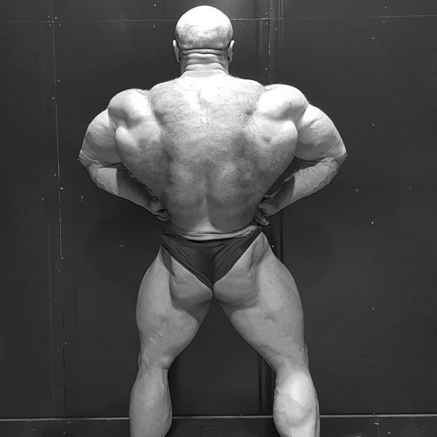 James Hollingshead spreading his lats out wide, looking huge