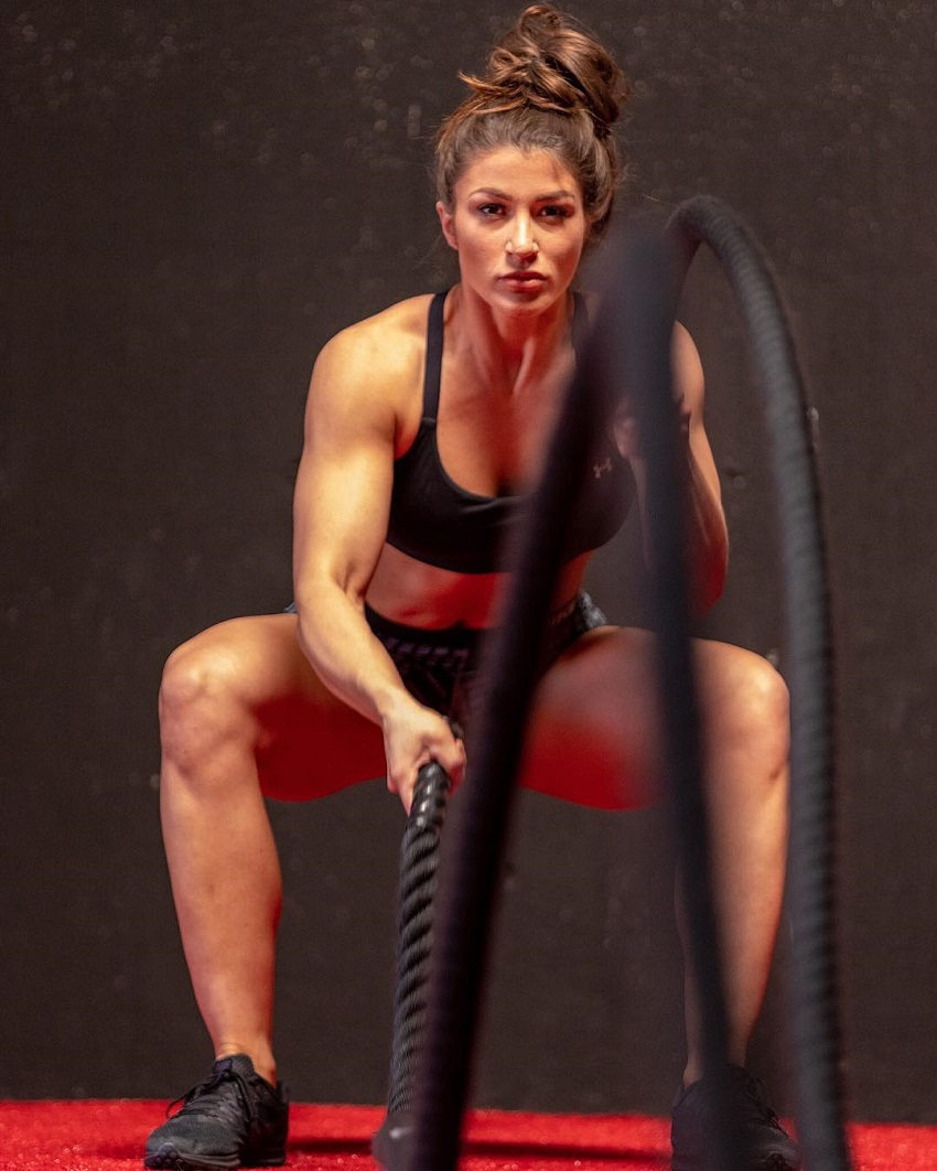 Taylor Spadaccino performing battle ropes looking fit