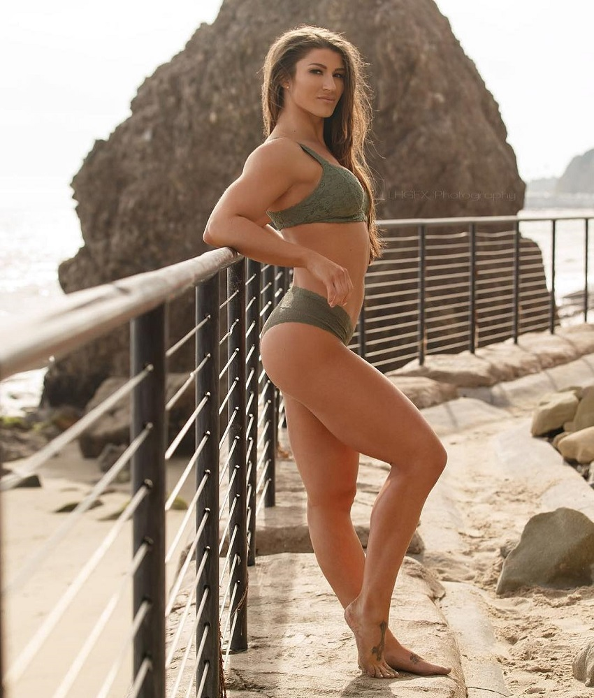Taylor Spadaccino posing near a beach looking fit and toned