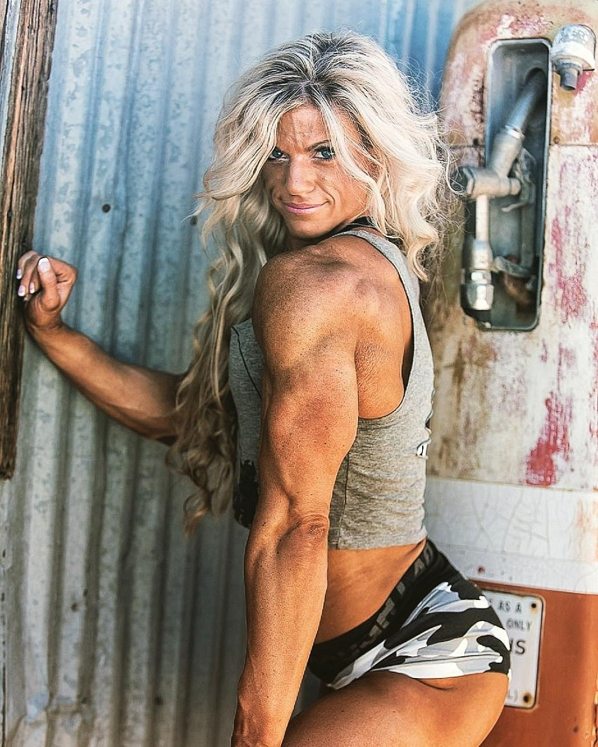 Autumn Swansen showing off her ripped and toned triceps for the camera