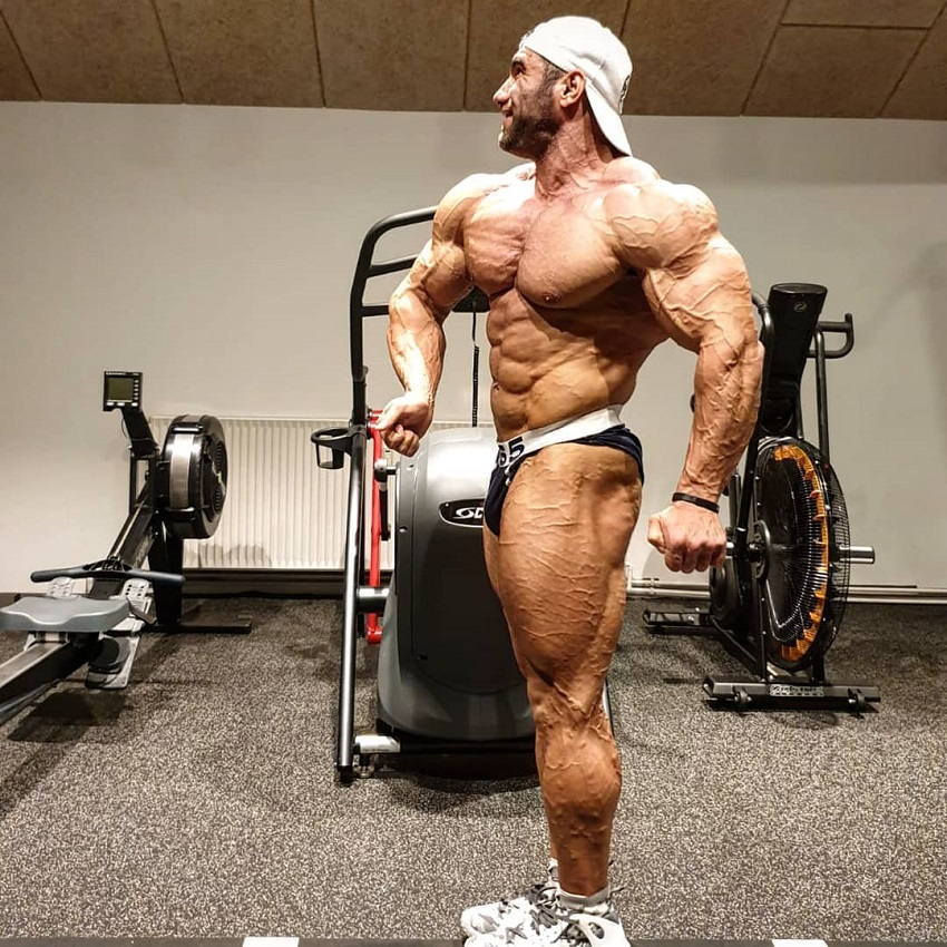 Ayat Bagheri posing for the photo looking ripped