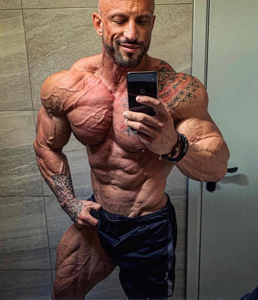 Benjamin Radic taking a selfie of his ripped and swole physique