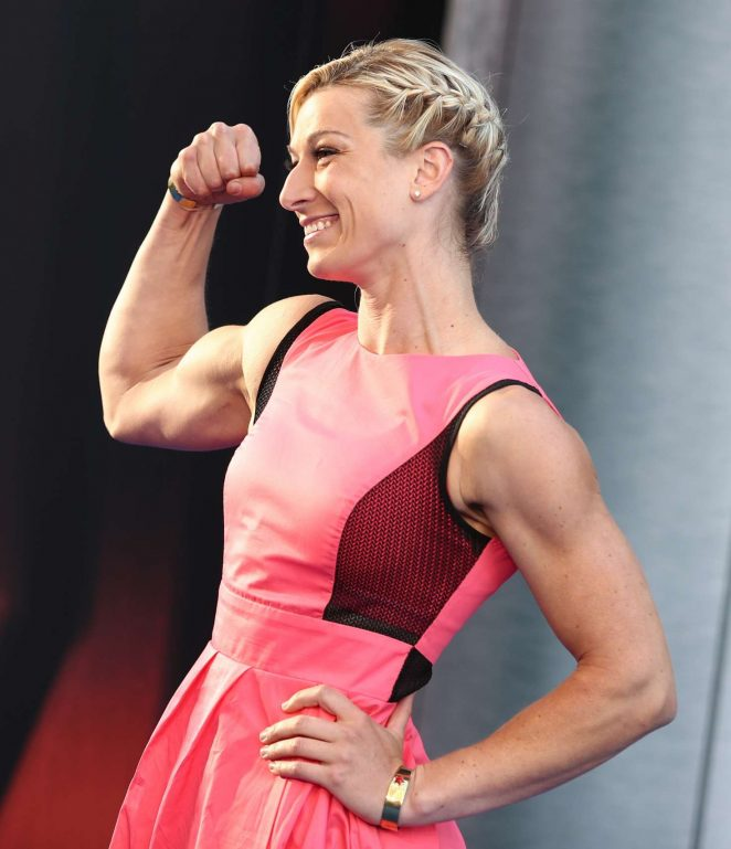 Jessie Graff flexing while standing on the red carpet