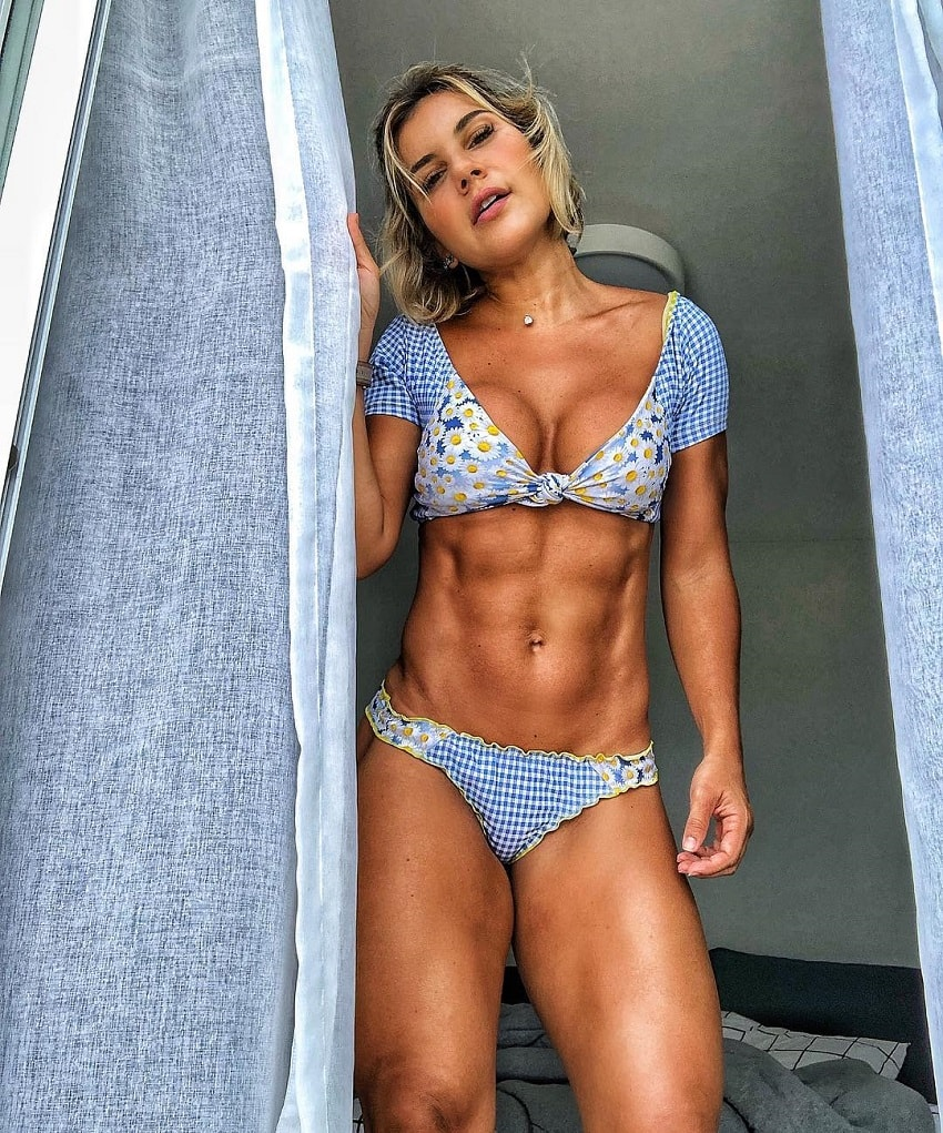 Patricia Costa Santos posing for the camera looking toned and ripped