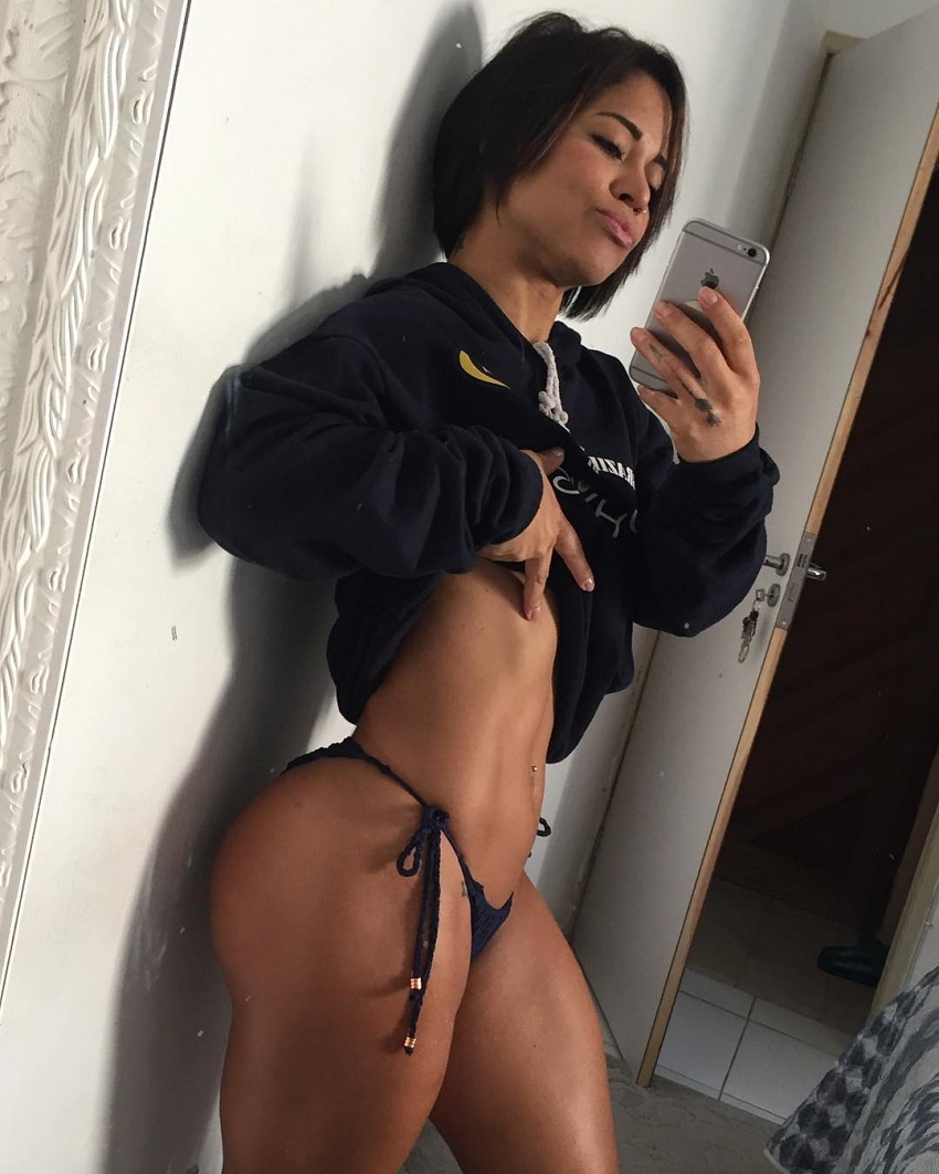 Rosana Ollyver taking a selfie of her lean physique