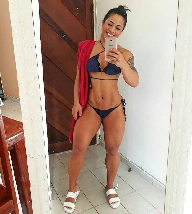 Rosana Ollyver taking a selfie of her toned body