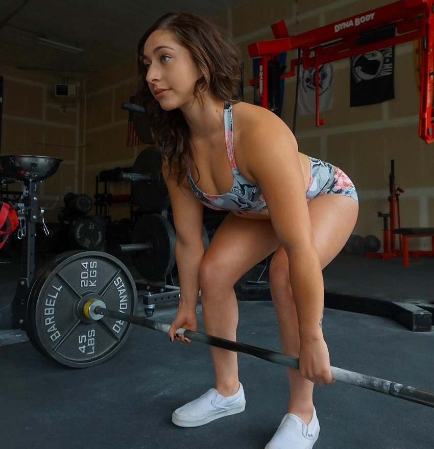 Samyra Zane Abweh doing heavy deadlifts
