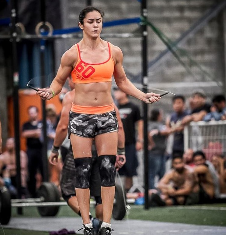 Yazmin Arroyo Loaiza jumping ropes during a CrossFit event