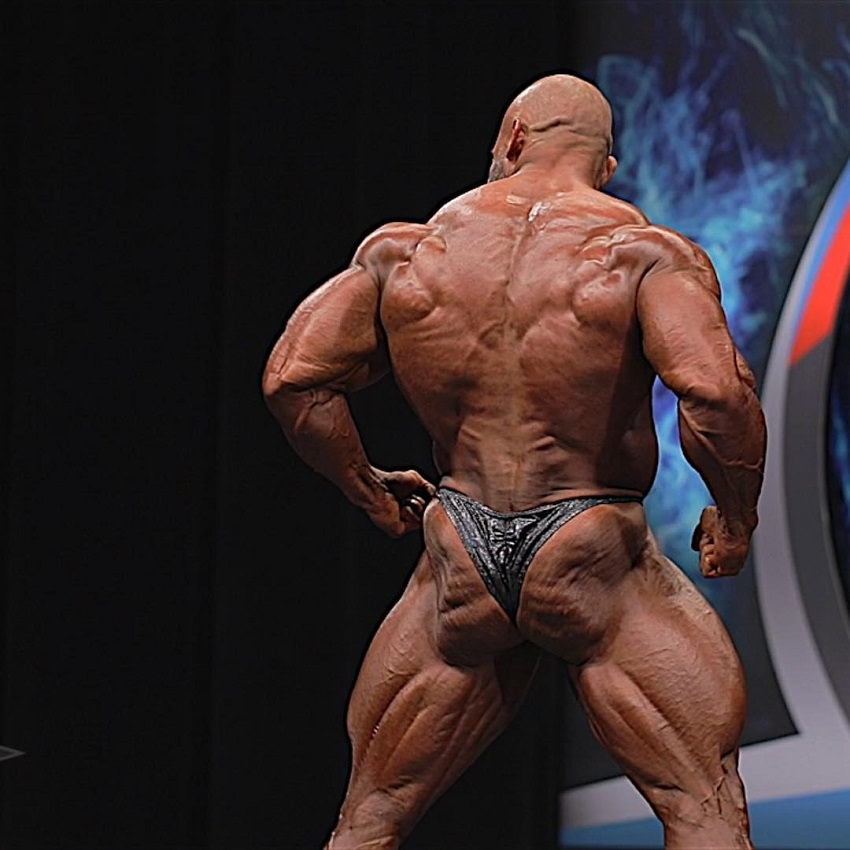 Alexis Rivera Rolon displaying his wide and muscular back on the bodybuilding stage
