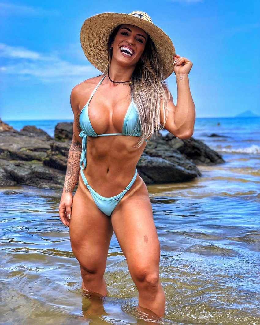 Aline Antiqueira posing on the beach looking fit