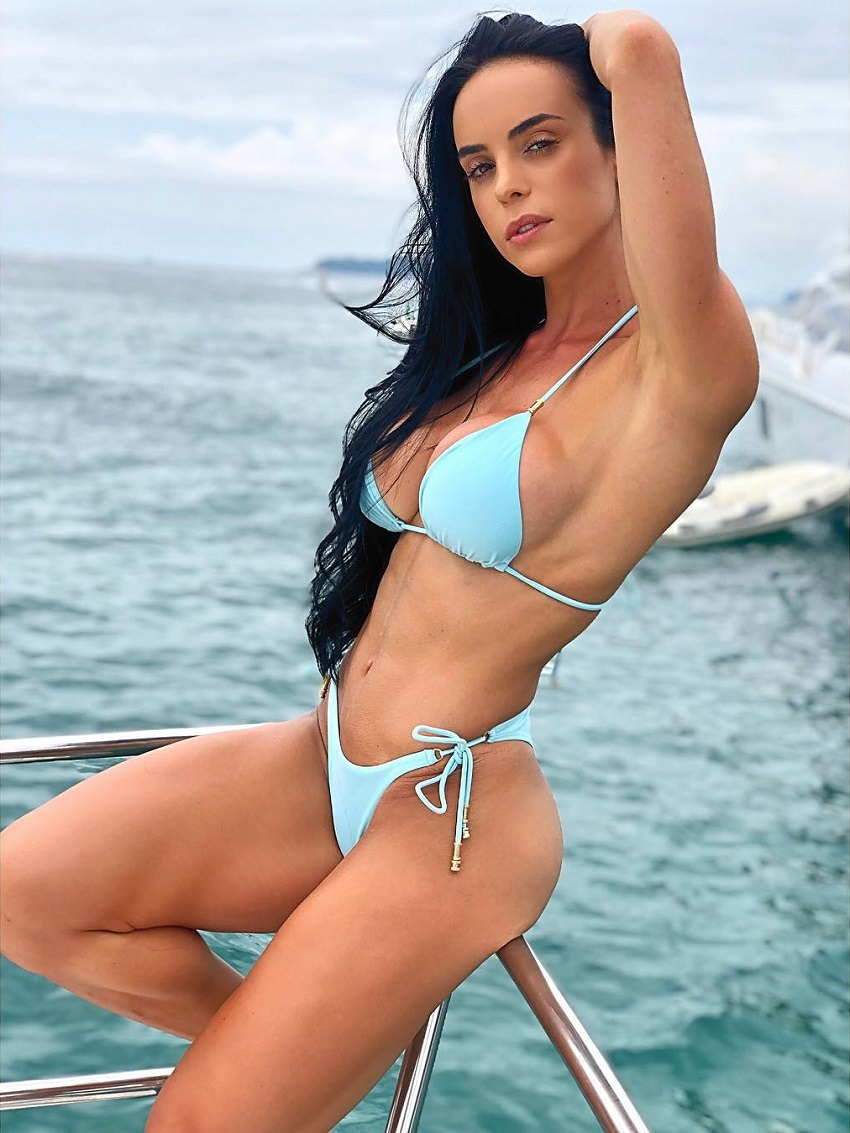 Catia Isabel posing on a boat for the photo looking lean