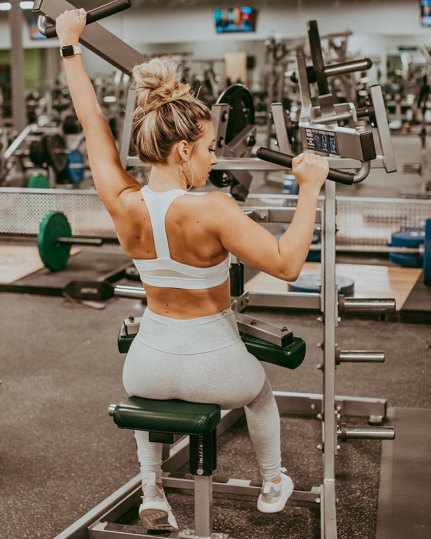 Cristina Capron performing a back exercise in the gym