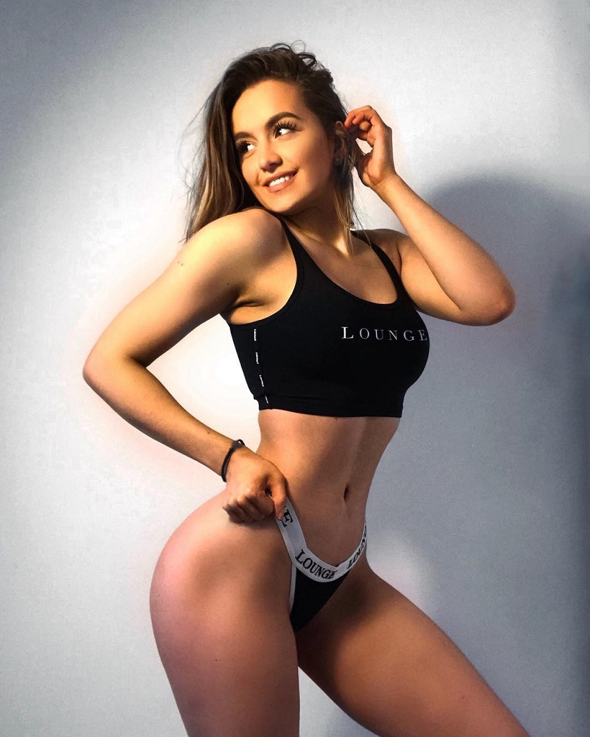 Ellie Robinson posing in a photo shoot looking fit and attractive