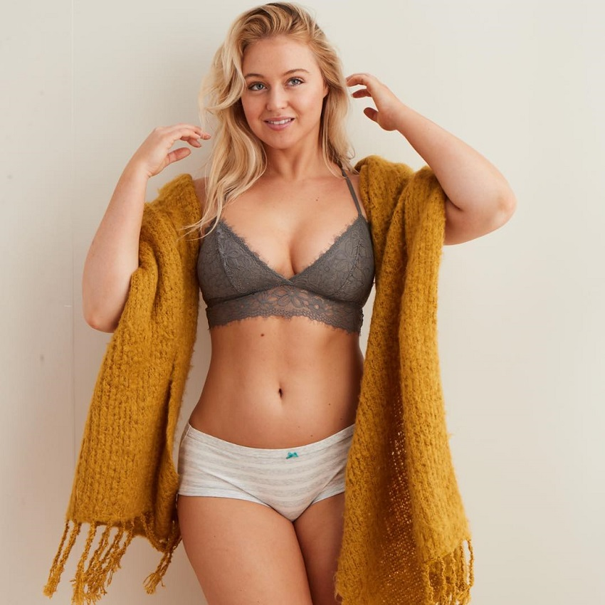 Iskra Lawrence posing for a photo looking fit and awesome