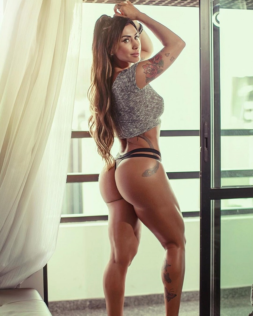 Jaque Khury showcasing her curvy and amazing glutes in a photoshoot