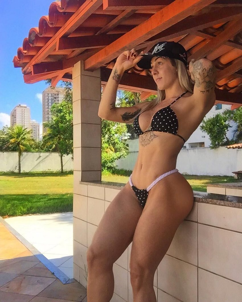 Rafaela Pirola posing outdoors in her black bikini, her body looking toned and aesthetic