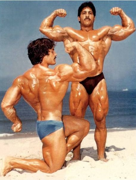 Ray Mentzer and Mike Mentzer flexing their muscles on the beach