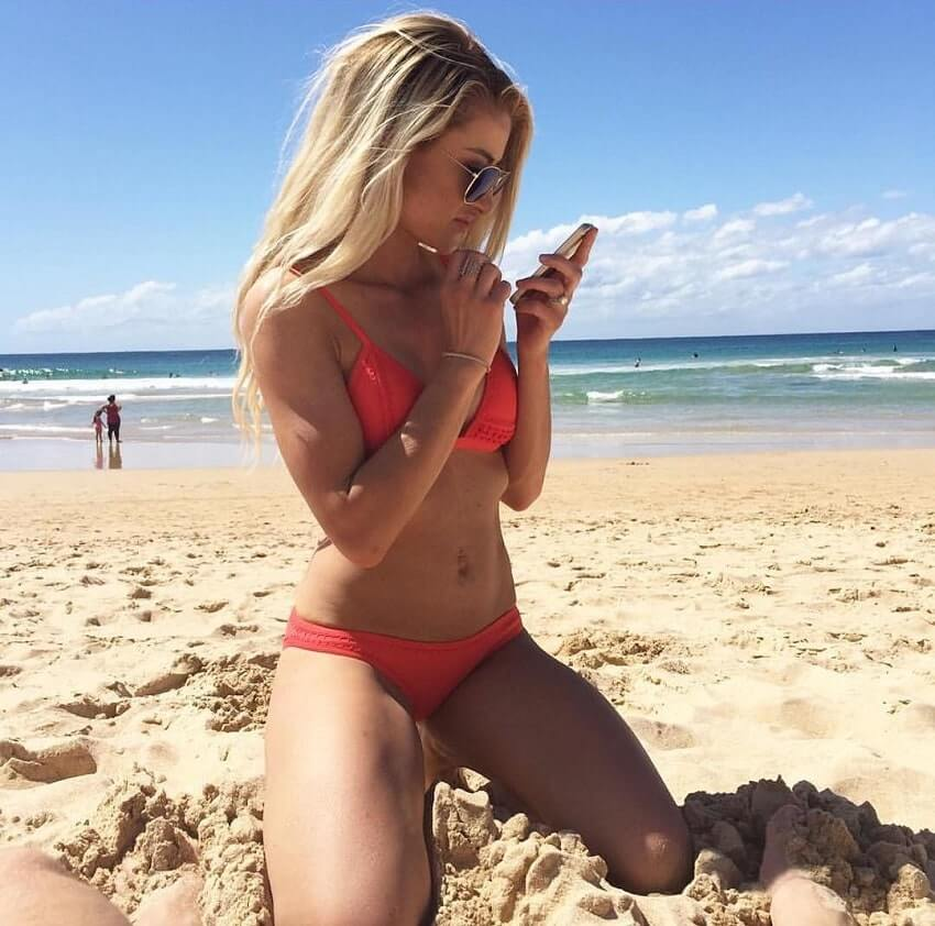 Alexa Jean posing on the beach looking fit and lean
