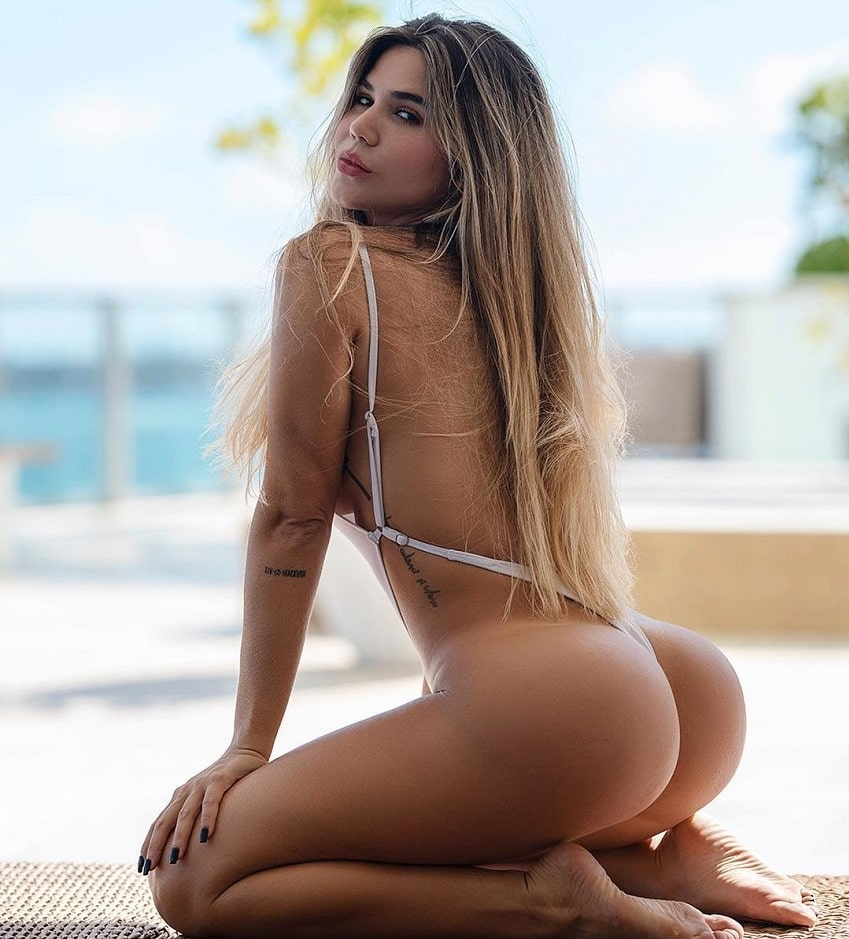 Estefania Pereira showing off her curvy glutes in the photo