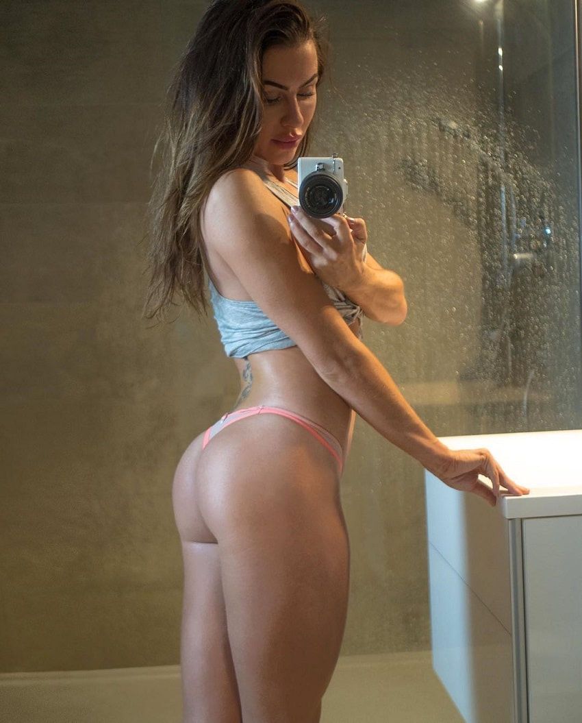 Jade Katy taking a selfie of her curvy legs and glutes in the bathroom