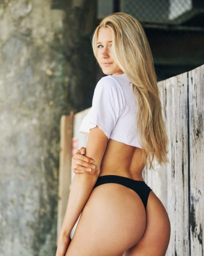 Lily Bowman displaying her awesome glutes for the photo