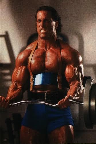 Mike Quinn doing heavy bodybuilding biceps curls
