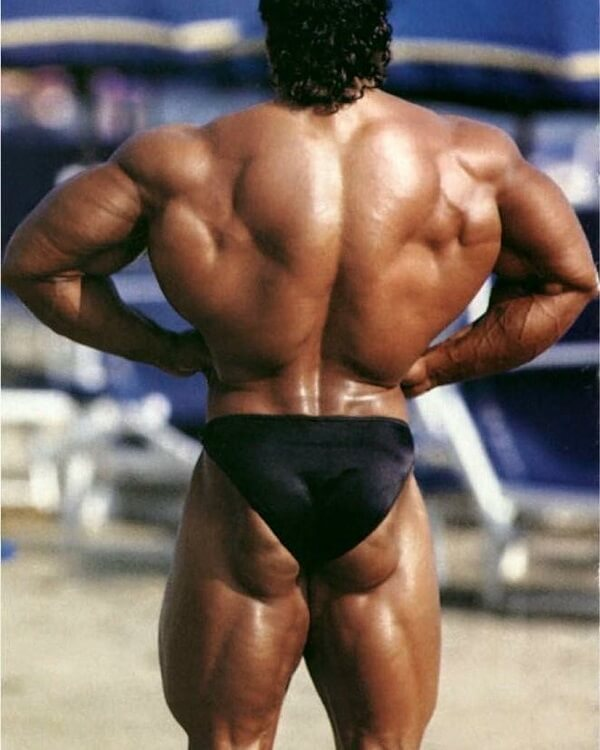 Mike Quinn spreading his huge lats