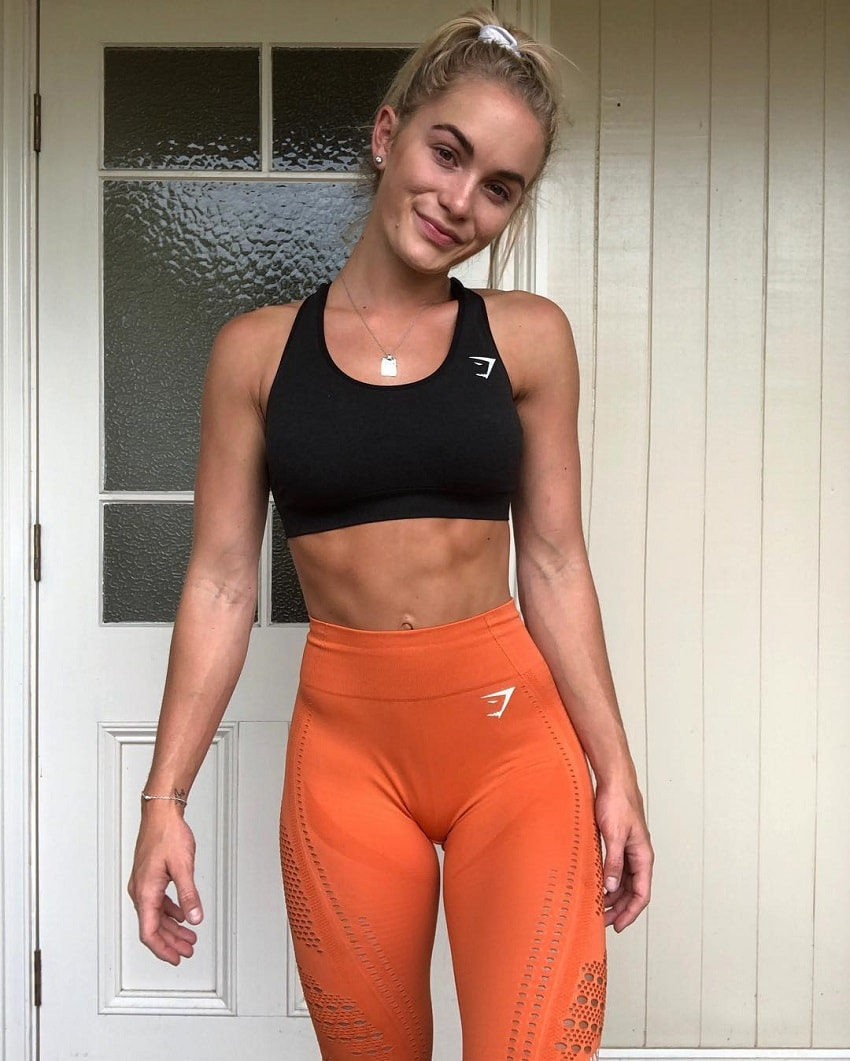 Morgan Rose Moroney posing for the photo in her sports clothes looking fit and lean