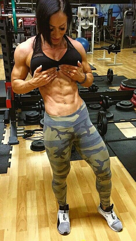 Azaria Glaim showcasing her bulging and ripped abs in the gym