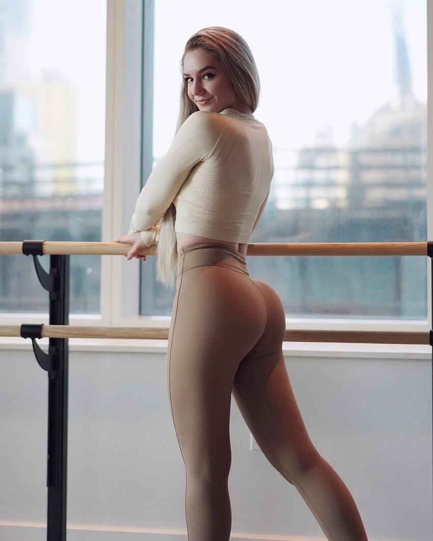 Bella Rahbek showcasing her curvy glutes in a fitness photo shoot