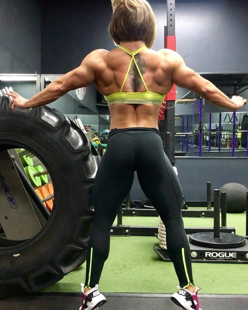 Brooke Walker flexing her aesthetic back and lats in the gym