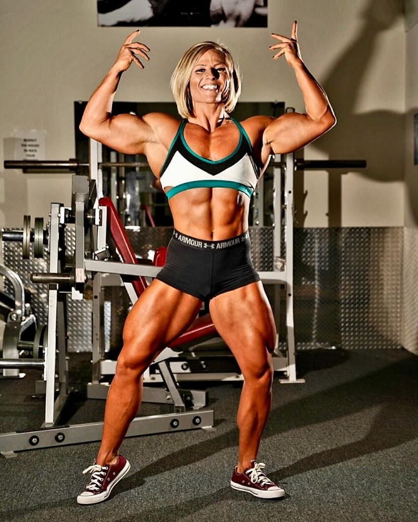 Brooke Walker posing in the gym flexing her aesthetic muscles