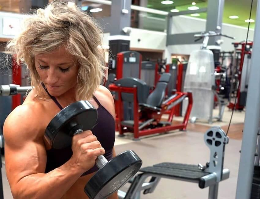 Brooke Walker training biceps in a gym