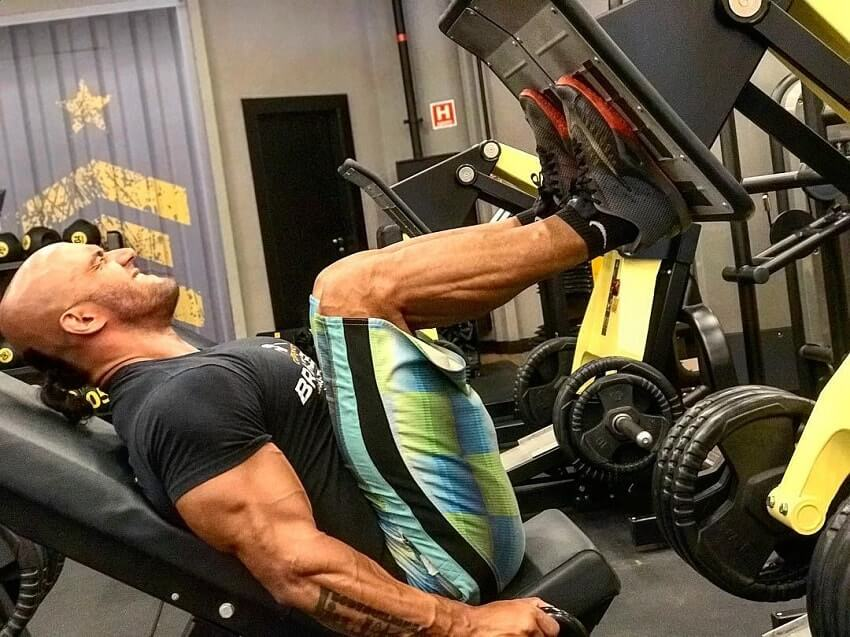 Danilo Franca doing leg press in the gym