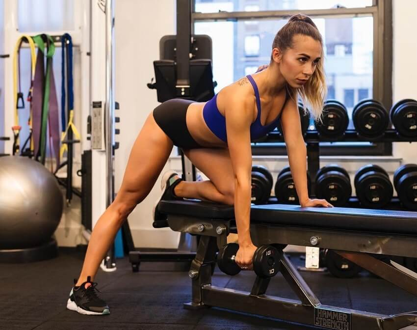 Diana Rinatovna doing dumbbell rows in the gym