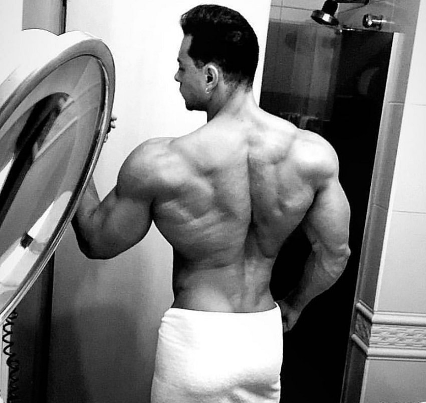 Felipe Franco taking a selfie of his muscular back in a bathroom