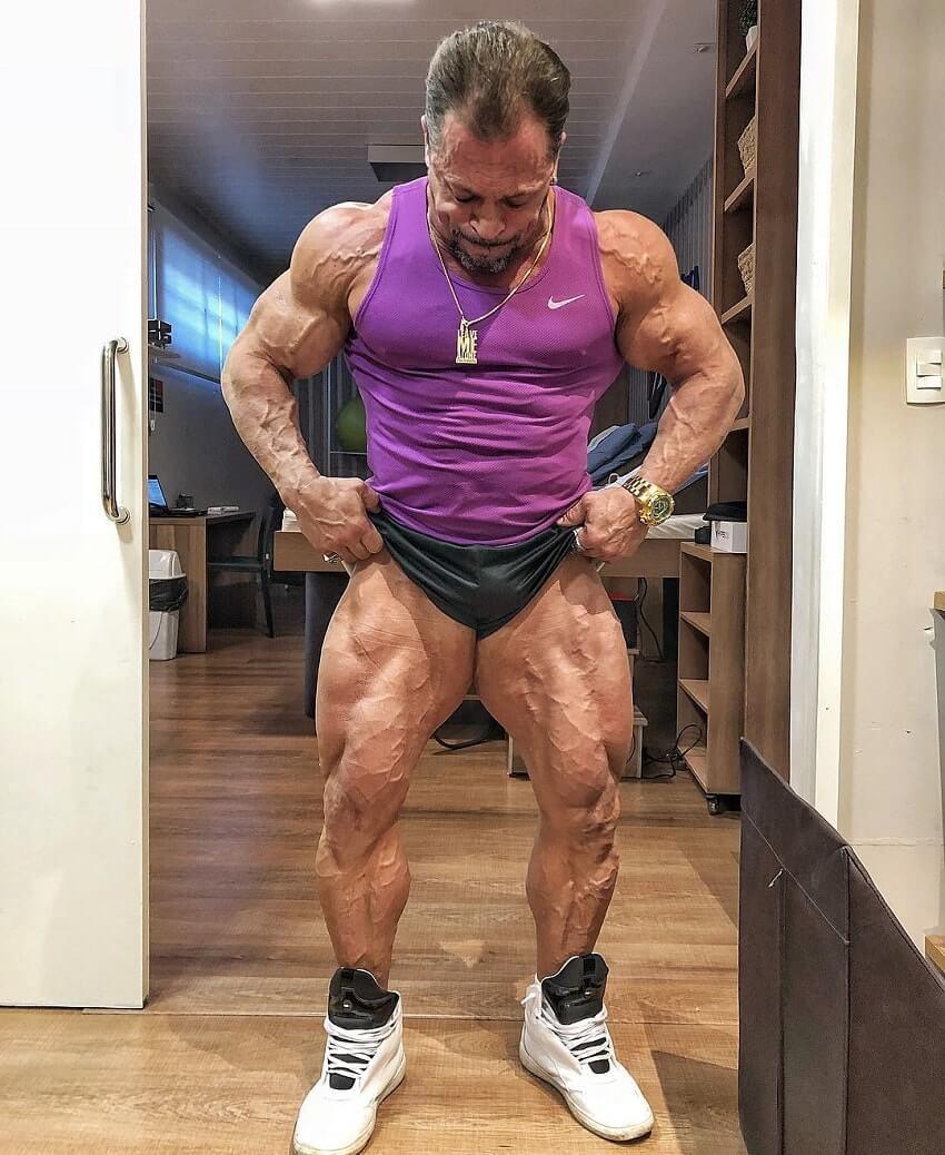 Fernando Sardinha flexing his ripped and huge legs