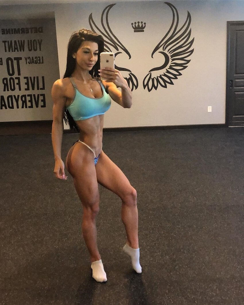 Lauralie Chapados taking a selfie of her awesome and toned physique