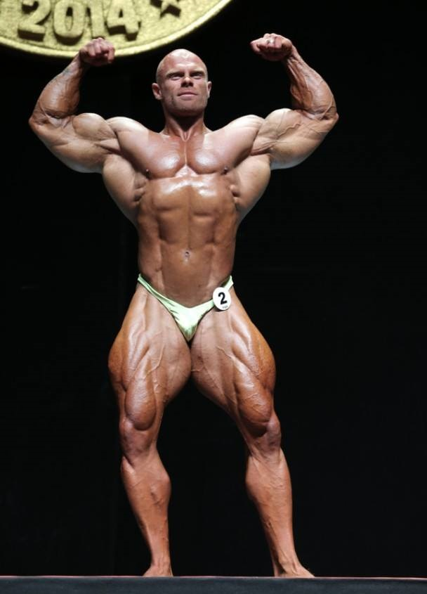 Marius Dohne posing on the bodybuilding stage