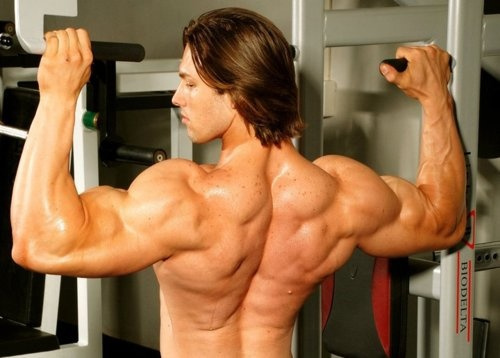 Paulo Muzy flexing his back muscles
