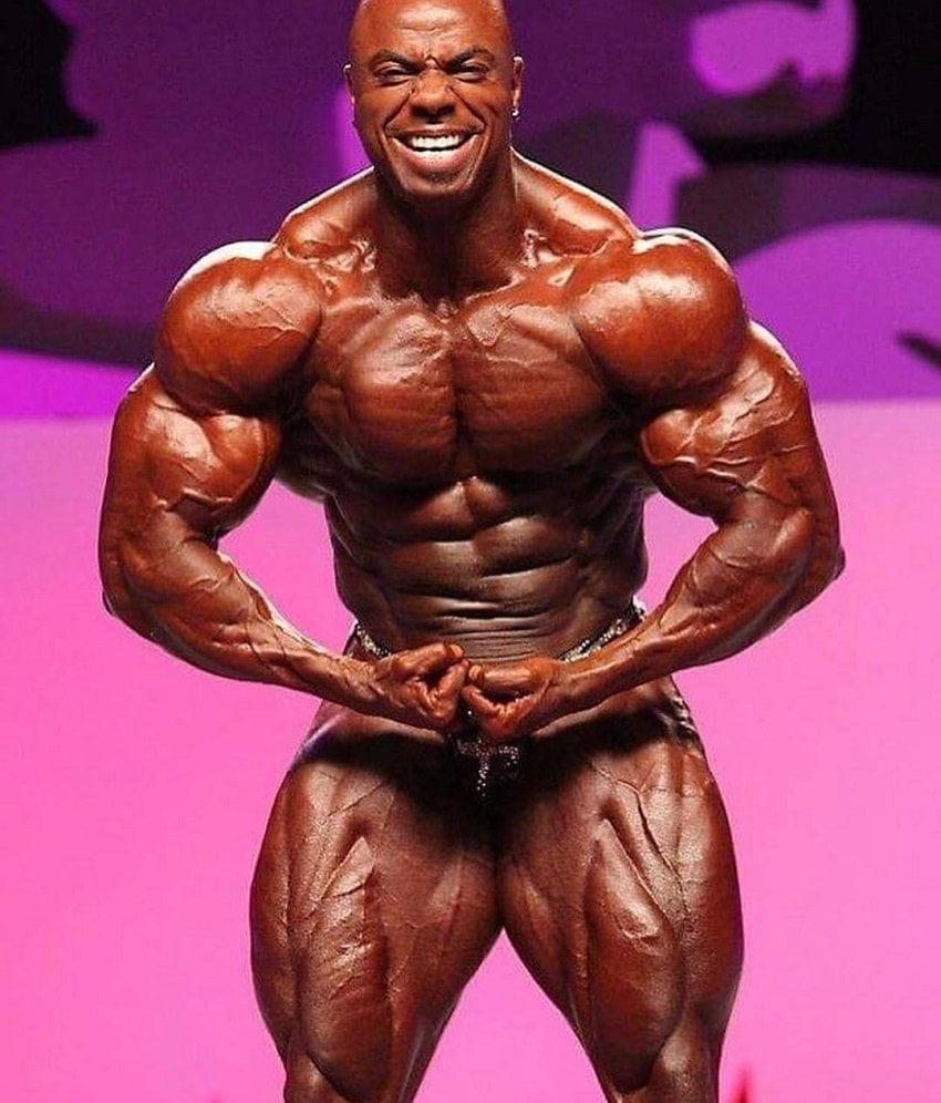 Toney Freeman flexing his aesthetic physique on the bodybuilding stage