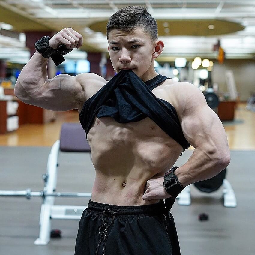 Tristyn Lee flexing his biceps looking fit and strong
