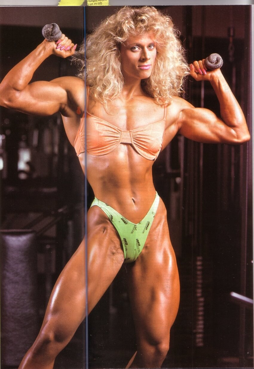 Anja Schreiner posing with dumbbells in the gym looking aesthetic and fit