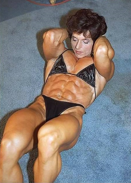 Christa Bauch doing crunches looking ripped
