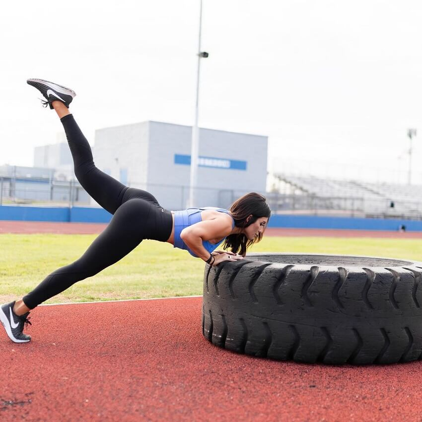 Felicia Romero training outdoors wearing black leggings