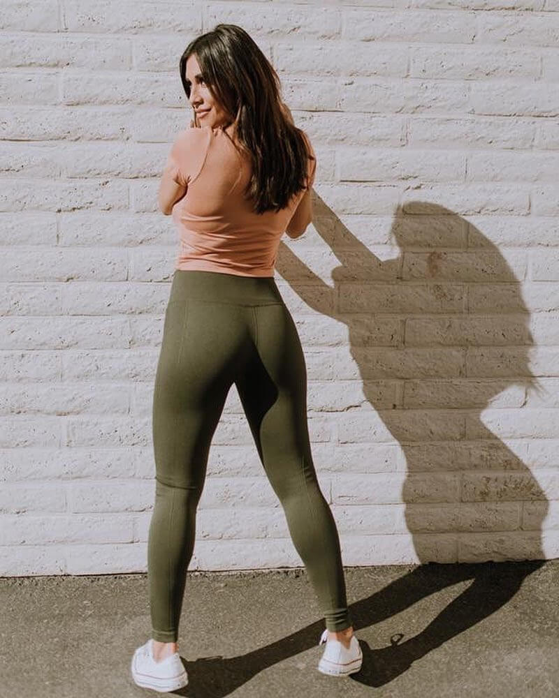 Felicia Romero showing off her awesome glutes in green leggings