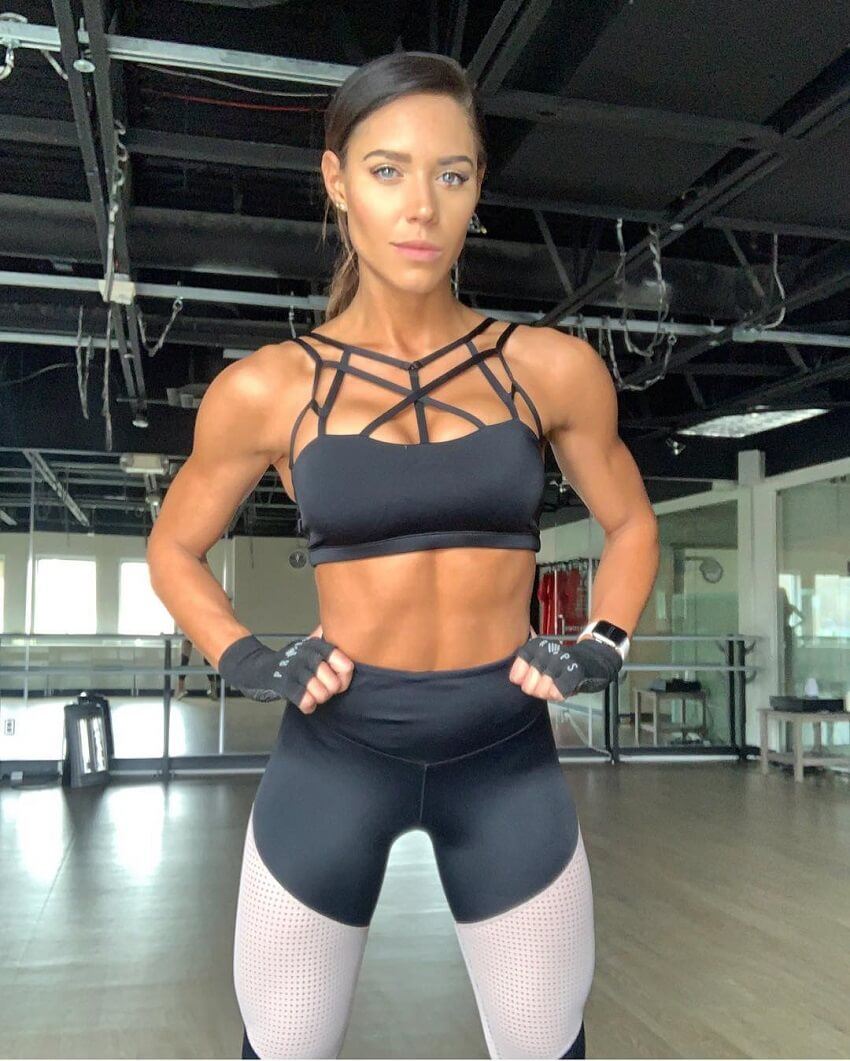 Kelsey Wells posing for the photo looking awesome and fit